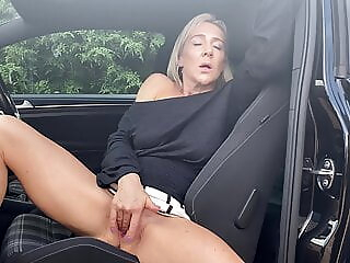 Hannah Fowlston masturbates in public amateur blonde fingering